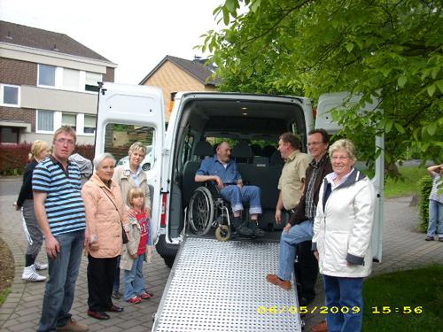 Mit dem Rollstuhl in den neuen Bus