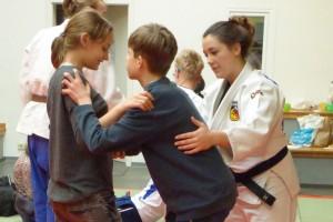 Lebenshilfe Winterkinder beim JJC Mendig zu Besuch1