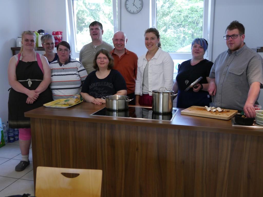 Anna-Lena Friedsam u. der Vorstand d. LH AW mit der Kochgruppe