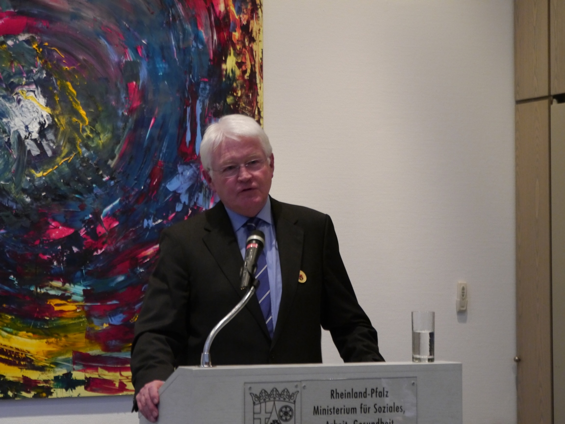 Dr. med. Paul Reuther dankt für die Anerkennung und bittet die Landesregierung, die Unterstützung von Menschen mit erworbenen Hirnschäden weiter zu verbessern.